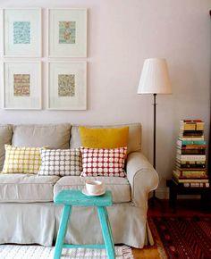 branco + sofá cinza + cores