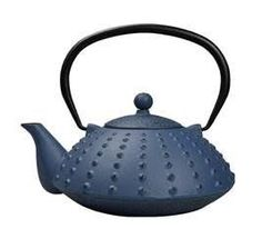 Traditional Chinese tea pot made from cast iron. The cast-iron body of the tea pot ensures that tea stays warmer for longer. The tea pot has an infuser in the opening, for the hot water to filter through the loose tea leaves. This tea pot has an capacity. Tea Warmer, Chinese Tea, Traditional Chinese, Cold Drinks, Cast Iron, Tea Pots, Tableware, Blue, Cool Drinks