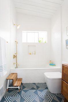 Bathroom decor for your bathroom remodel. Discover bathroom organization, bathroom decor hints, bathroom tile ideas, bathroom paint colors, and more. Bathroom Inspiration, Home Decor Inspiration, Bathroom Ideas, Bathroom Organization, Bathroom Storage, Gold Bathroom, Shower Storage, Bathroom Cabinets, Bathroom Mirrors