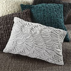 plush, gathered cotton velvet in rich tones turns your basic toss pillow into a show-stopper. combine our gathered velvet pillows with other arhaus pi