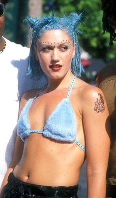 Pin for Later: #FBF: Gaga's Steak Hat, Miley's Buns, and More Iconic VMAs Looks Gwen Stefani, 1998
