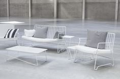 Tables et chaises de la créatrice italienne Paola Navone, Serax Lounge Seating, Lounge Sofa, Paola Navone, Design Bestseller, Table Accessories, Outdoor Spaces, Relax, Chair, Furniture