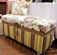 インテリア茶箱 Fabric Covered Boxes, Fabric Boxes, Trousseau Packing, Tea Box, Shabby Chic Decor, Diy Home Decor, House Design, Embroidery, Storage