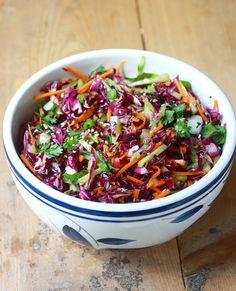 Rode Kool Salade met Aziatische Dressing Met dit weer word er weinig uitgebreid gekookt. Hier tenminste.... Het worden meer s...