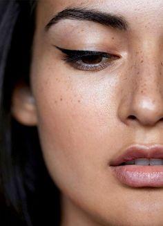 Cat eye eyeliner