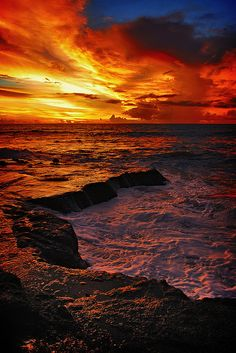 Sunset, Tanah Lot Bali ....spectacular...