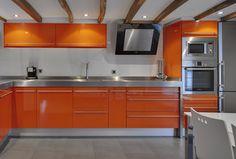 Proyecto de vivienda en Orio con el modelo de cocina Urkia y el modelo de armario a medida de puertas correderas Judith. Guipúzcoa. #Decoracion #Interiorismo #armarios #cocinas