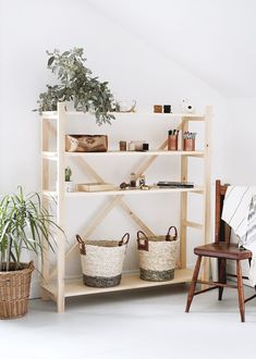 DIY Wood Bookshelf : I've seen these scaffolding style bookshelves popping up everywhere lately and have been loving them. I'm not sure that they're usually called that, but they remind me of scaffolding, so that's what I'm calling them! Home Decor Bedroom, Diy Furniture, Bookshelves Diy, Wood Bookshelves, Home Decor, Diy Home Decor Bedroom, Bookcase Diy, Wood Diy, Wooden Diy