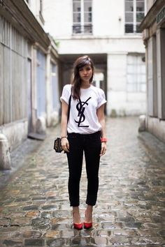 Shop this look on Kaleidoscope (top, jeans, pumps, purse, bracelet)  http://kalei.do/WC1RMPKsnz0Iwv9H