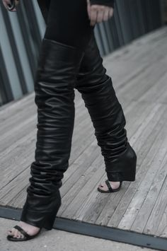 [ Lizzie Lo ]: exposé http://www.lizzie-lo.com/2015/06/expose.html [Hussein Chalayan x UM jacket  +  Maison Martin Margiela SS08 thigh-high sandal boots]