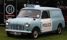 Mini police car British Police Cars, Old Police Cars, Old Cars, Classic Mini, Classic Cars, Emergency Vehicles, Police Vehicles, Bus Camper, Mini Trucks
