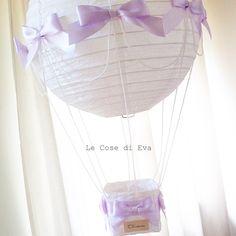 Ed ora il lampadario mongolfiera è   disponibile anche nei colori pastello!              Il cestino in rattan può essere personalizz...