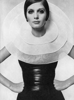 Vogue's Magical Mystery Tour of the Paris Collections Vogue UK, March 1968 Photographer: David Bailey Pierre Cardin, Spring 1968 Pierre Cardin, Twiggy, Jean Shrimpton, Sixties Fashion, Retro Fashion, Vintage Fashion, High Fashion, Style Année 60, Mode Style
