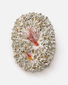 Johan CRETEN God is a Stranger - Galerie Perrotin - Fireworks - The Red Flares, 2014-2015. Gold luster on glazed stoneware, aluminum structure.