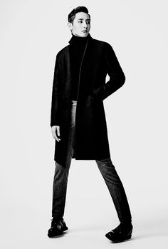 I thought I was the only one who stood like this sometimes... thanks Lee Soo Hyuk...