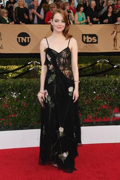 SAG Awards 2017: See What Everyone Wore on the Red Carpet Photos; Emma Stone in Alexander McQueen | wmag.com
