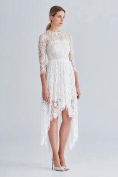 Vestidos com renda, top cropped e linhas assimétricas é só um pouco do que você vai encontrar na nova coleção da marca Love. Não importa qual estilo você gosta, temos certeza que vai encontrar um vestido aqui.