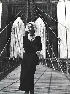 Fashion photo by Louise Dahl-Wolfe, Brooklyn Bridge, 1947