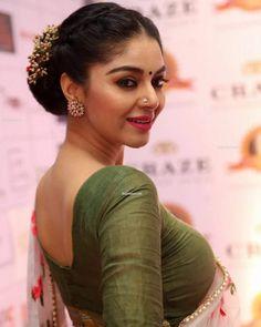 Actresses in saree hd wallpapers Beautiful Girl Indian, Most Beautiful Indian Actress, Beautiful Girl Image, Beautiful Saree, Gorgeous Women, Beauty Full Girl, Beauty Women, Fitness Motivation, Indian Look