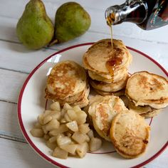 Njamelicious: Karnemelk pancakes met gestoofde peertjes