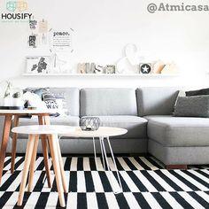 Kijk mee http://housify.nl/inspiratie/top-10-woonkamer-inspiratie-2 naar onze nieuwste top 10 mooiste woonkamers, inspiratie gegarandeerd #inspiratie #woonkamer #hout #wit #grijs #muur #kleed #zwart #mooi #housify