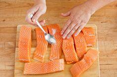 Pieczony łosoś w sosie kaparowym - zobacz przepis na Smacznej Stronie Tesco Fish, Meat, Ichthys