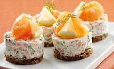 Philadelphia – Rezepten – Salmon tarts with Philadelphia – Typical Miracle I Love Food, Good Food, Yummy Food, Snack Recipes, Cooking Recipes, Salty Foods, Danish Food, Snacks Für Party, Creative Food