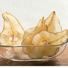 Looking for a delicious homemade snack? These pear chips should do the trick. Pear Recipes, Fruit Recipes, Real Food Recipes, Chips Recipe, Dehydrated Food, Dehydrator Recipes, Molecular Gastronomy, Canning Recipes, Food Inspiration