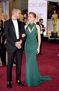 Pin for Later: Celebrity Couples Make the Oscars a Red-Hot Affair Scarlett Johansson and Romain Dauriac