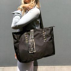 Carteras de moda y carteras de cuero para mujeres - Fashion handbags #bags #bag #moda #clutch #outfit Visita: PLUMSHOPONLINE.COM - Lista para salir? Solo falta agarrar tu PLUM! Cartera Naria Encuéntrala AHORA haciéndole click al enlace de nuestro perfil de instagram @plumshoponline o aquí: http://ift.tt/2p4OqaC