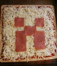 The Minecraft Birthday: Creeper pizza iI think of this how much does your kid like  mmmmmmmmmiiiiiiiiiiiiinnnnnnnnnnnne cccccccccrrrrrraaaaaafffffffftttttt