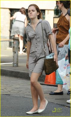 She looks nice without makeup but idk I still love her with it Emma Watson Legs, Emma Watson Style, Emma Watson Beautiful, Emma Watson Sexiest, Actress Without Makeup, My Emma, Most Beautiful Hollywood Actress, Pantyhose Outfits, British Actresses