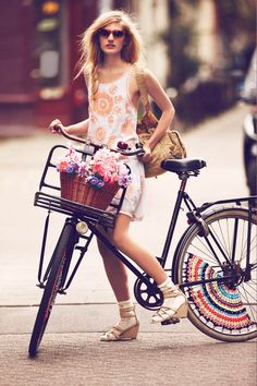 Photographer Guy Aroch captures girls on bikes in Amsterdam for Free People's first catalog of the New Year. Free People's January 2013 catalog themed… Style Moto, Bike Style, Motorcycle Style, Cycle Chic, Guy Aroch, Ropa Free People, Lady, Free People Clothing, New Romantics