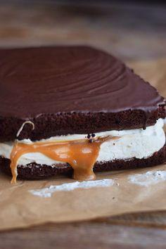 Chocolate cream caramel cake-Schoko Creme Karamell Kuchen Chocolate Caramel Cake – Chocolate cake with cream and caramel filling - Chocolate Caramel Cake, Chocolate Cheesecake, Chocolate Desserts, Chocolate Cream, No Bake Cookies, Cake Cookies, No Bake Cake, Baking Recipes, Cake Recipes