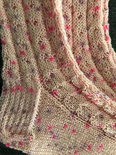 Ystävänpäivän palmikkosukat Knitting Patterns, Socks, Fashion, Moda, Knit Patterns, Fashion Styles, Sock, Knitting Stitch Patterns, Stockings