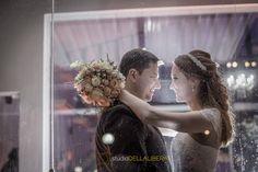 casamento Piracicaba, sessão de fotos do casal, noiva abraçando noivo com buque na mão e um olhar de muito amor entre os dois  (scheduled via http://www.tailwindapp.com?utm_source=pinterest&utm_medium=twpin&utm_content=post90612409&utm_campaign=scheduler_attribution)