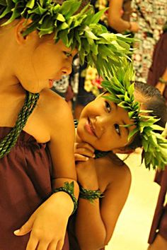 Keiki Haliko and Hi`ilei Hauanio wearing lei