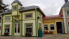 Kahvila von Guggelböö. Koiramäki - Doghill @ Särkänniemi #sarkanniemi #tampere, visit: http://www.sarkanniemi.fi
