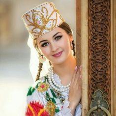 Dpz for girls Beauty Full Girl, Cute Beauty, Beauty Women, Middle East Culture, Costumes Around The World, Muslim Beauty, Beautiful Muslim Women, Russian Beauty, Makeup Ideas