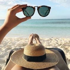 What to Pack: Beach Vacation Beach Photography Poses, Summer Photography, Beach Aesthetic, Summer Aesthetic, Summer Pictures, Beach Pictures, Beach Vibes, Vacation Outfits, Vacation Mood