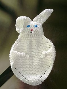 This cuddly bunny blanket buddy is a easy gift for a baby or child. (Lion Brand … This cuddly bunny blanket buddy is a easy gift for a baby or child. Loom Knitting, Baby Knitting Patterns, Free Knitting, Crochet Patterns, Bunny Blanket, Easy Baby Blanket, Drops Design, Drops Baby, Dou Dou