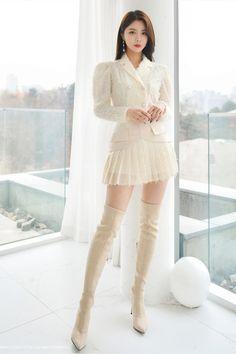 Kpop Fashion Outfits, Fashion Models, Girl Fashion, Womens Fashion, Fashion Design, Korean Street Fashion, Asian Fashion, Botas Sexy, Asian Model Girl