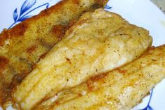 File de salau aromat Romanian Food, Fish Recipes, Carne, Food And Drink, Cooking, Breakfast, Ethnic Recipes, Floral, Diet