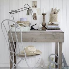 folding office table for work Guest Room Office, Office Table, Office Lamp, Desk In Living Room, Cottage Style Decor, Home Office Design, House In The Woods, White Wood, Home Accessories