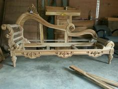 Skeleton of the lounge Royal Furniture, Victorian Furniture, Furniture Upholstery, Bed Furniture, Furniture Design, Wooden Sofa Designs, Wood Bed Design, Baroque Decor, Simple Sofa