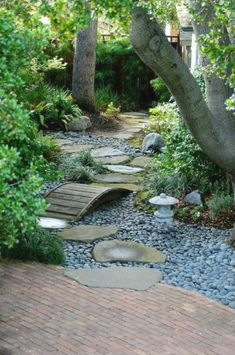 10 Ideas for Garden Path | Design & DIY Magazine #JapaneseGarden
