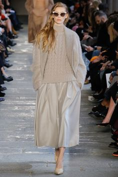 See the complete Max Mara Fall 2017 Ready-to-Wear collection.