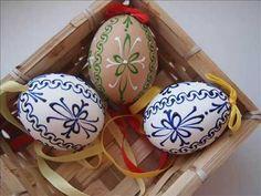 (28) Velikonoční kraslice zdobená voskem - videonávod (3) / Easter egg decorated with wax - YouTube Egg Decorating, Polymer Clay Crafts, Easter Eggs, Holiday, Christmas, Make It Yourself, Youtube, Decorating Easter Eggs, Crown Molding