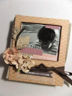 Inspírate con Life Emporium de Teresa Collins I Teresa Collins, Emporium, Mini Albums, Projects, How To Make, Life, Log Projects, Blue Prints, Mini Scrapbooks