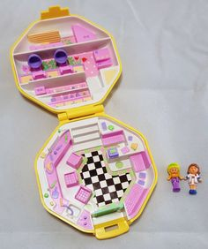 Vintage 1990 Polly Pocket Hair Salon Compact. This was the first Polly Pocket I got as a kid. These were so much better than the modern ones! #PollyPocket #90stoys #90skid